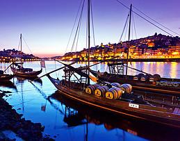 Barcos tradicionales 'rabelo' que alguna vez fueron utilizados para entregar vino de Oporto desde el Valle de Duoro
